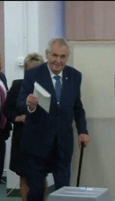 В первом туре выборов в Чехии побеждает лояльный Кремлю Милош Земан
