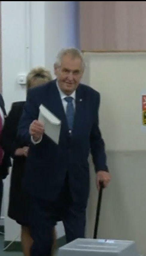 У першому турі виборів у Чехії перемагає лояльний Кремлю Мілош Земан