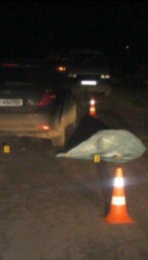 На Львовщине пьяный за рулем протаранил автомобиль и сбил супругов, которые шли по обочине