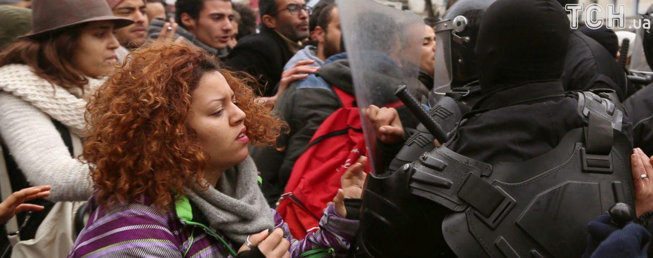 В Тунисе после масштабных протестов правительство решило взяться за реформы