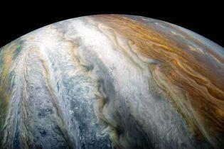 NASA показало скопление облаков на южном полюсе Юпитера