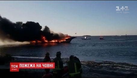 Во Флориде по меньшей мере 15 человек пострадали во время пожара на лодке-казино