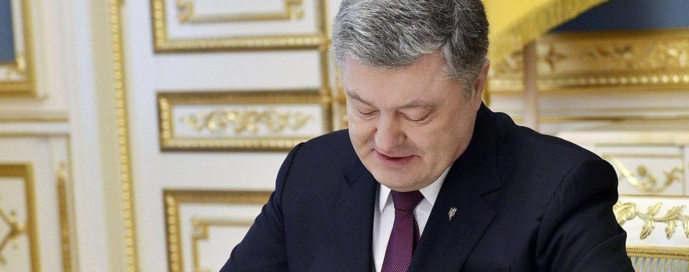 Порошенко ввів нові штрафи за порушення правил проїзду до Криму та зони АТО