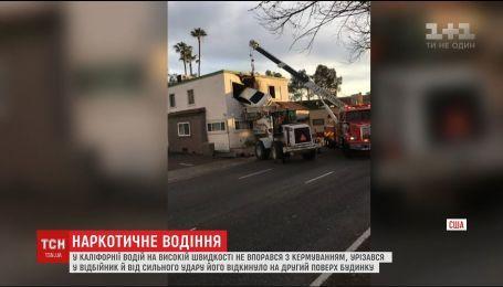 В состоянии наркотического опьянения житель Калифорнии на авто влетел на второй этаж стоматологической клиники