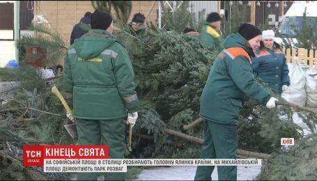 В Киеве начали демонтаж главного новогоднего городка страны