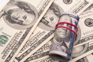 Після затяжних вихідних долар і євро здешевшали в курсах Нацбанку. Інфографіка