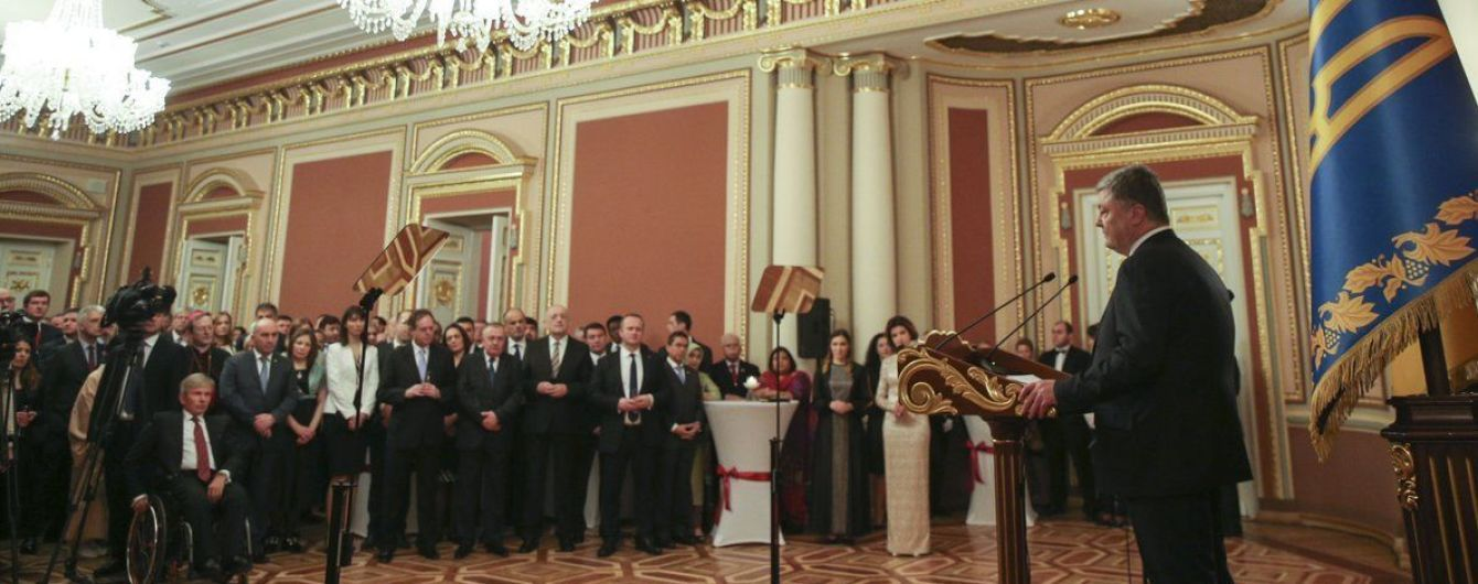 Россия держится на агрессии, лжи, манипуляциях, репрессиях и удушении свободы слова - Порошенко