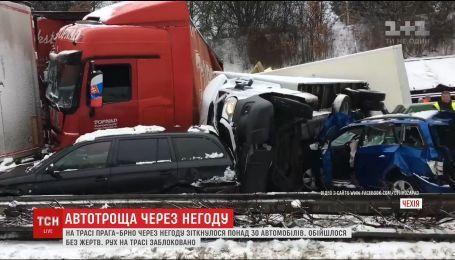 В Чехии произошла масштабная авария с участием трех десятков автомобилей