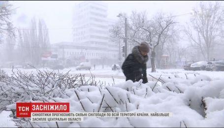 Синоптики обіцяють сильні снігопади по всій країні