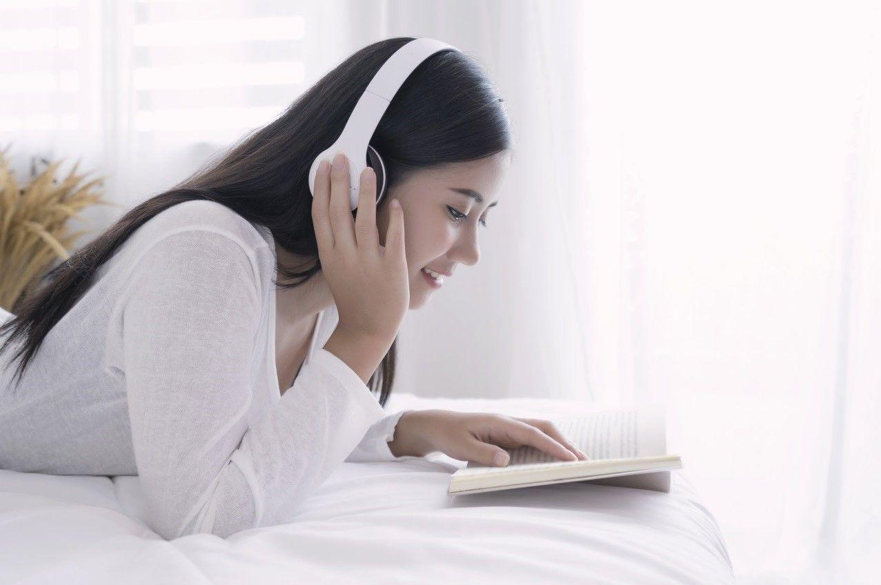 Ноутбук, навушники, гарнітура, книга, робота_3