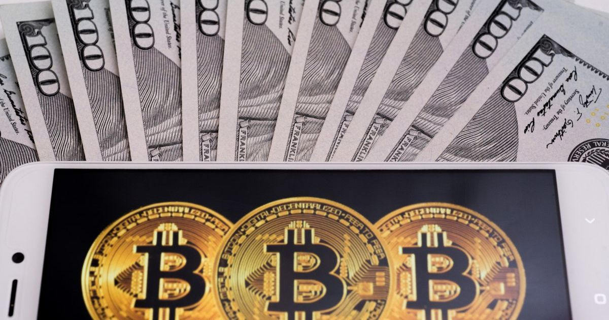 Стоимость биткоина упала ниже 6 тысяч долларов