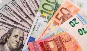 Після вихідних долар здешевшає, а євро здорожчає в курсах Нацбанку. Інфографіка