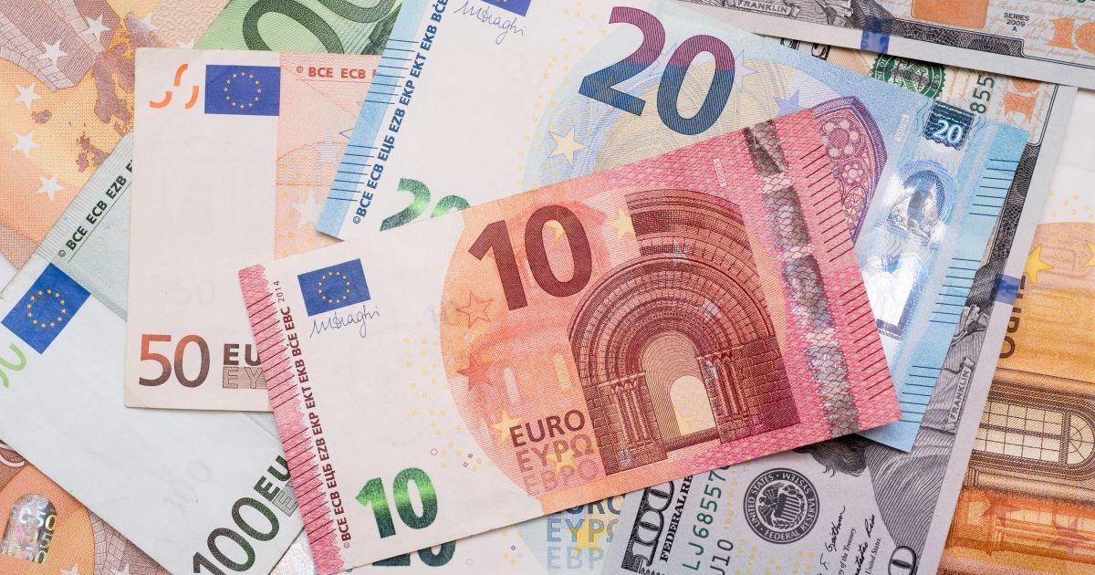 Евро подорожал сразу на полгривны в курсах Нацбанка на 16 февраля. Инфографика