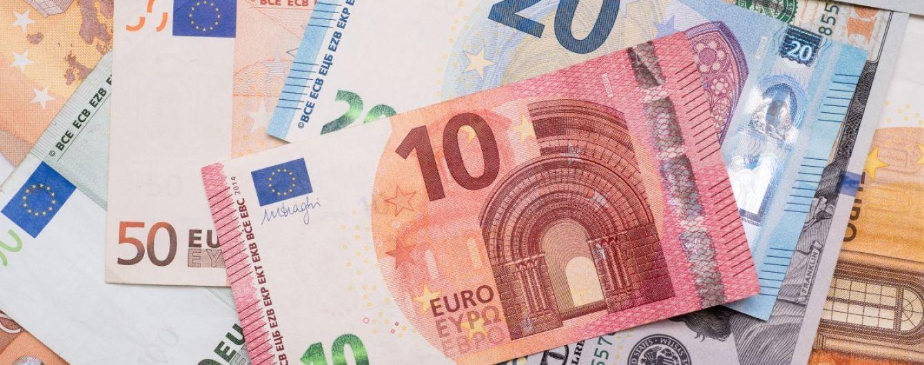 Євро здорожчав одразу на півгривні в курсах Нацбанку на 16 лютого. Інфографіка