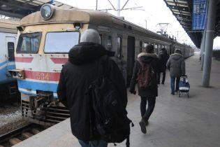 В Киеве электричка сбила мужчину и протащила его по рельсам