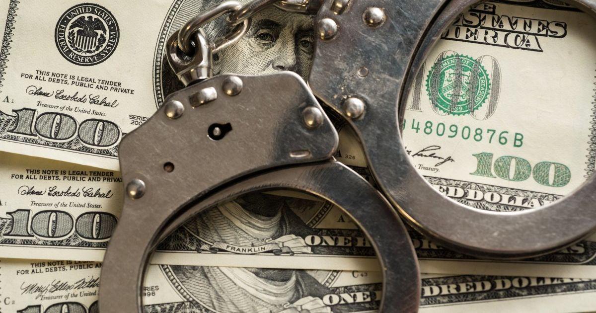 Чиновника Житомирской ОГА уличили в вымогательствах взяток