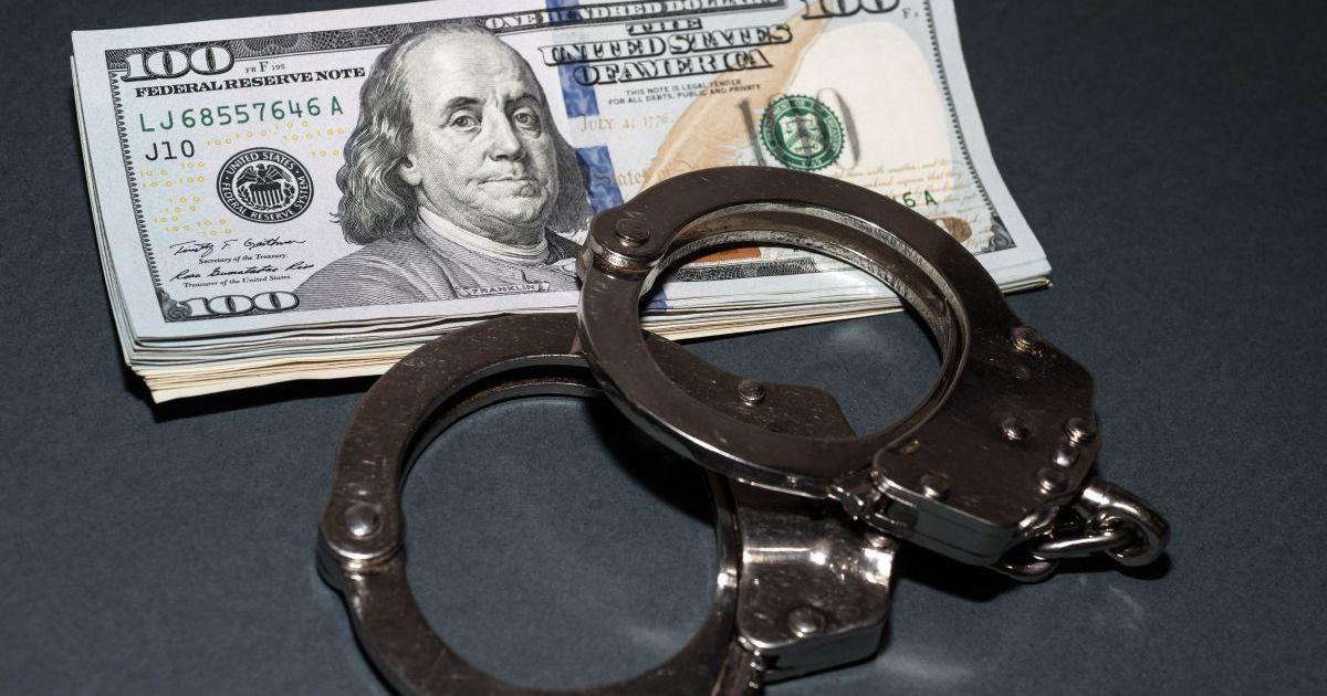 Мошенник получил $ 150 тысяч за 'содействие' в назначении главы района
