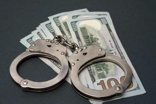Правоохоронці затримали начальника поліції, який вимагав дві тисячі доларів від потерпілого