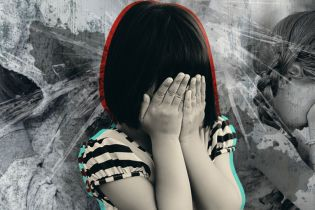 Психологи объяснили, почему родители-педофилы снимают на видео издевательства над собственными детьми