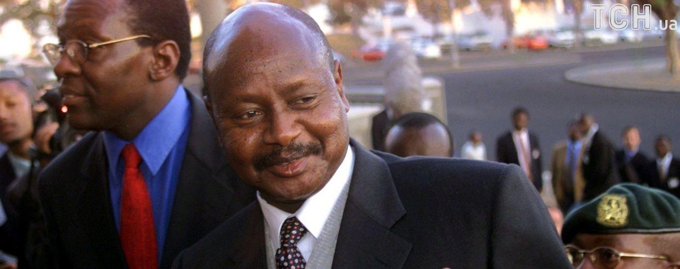 """Президент Уганды хочет запретить оральный секс в стране, потому что """"рот для еды"""""""