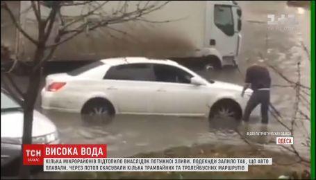 В Одессе из-за ливня затопило целый микрорайон