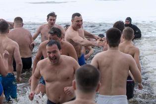 Разом із Кличком в ополонку пірнули його заступники та глави районів Києва
