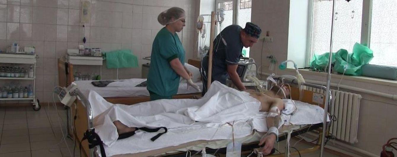 Семь часов украинские врачи спасали брошенного на произвол судьбы раненого боевика