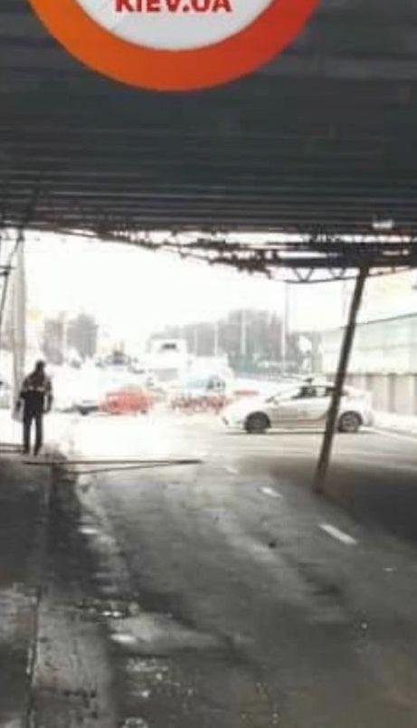 У столиці частково обвалився міст над лінією швидкісного трамваю