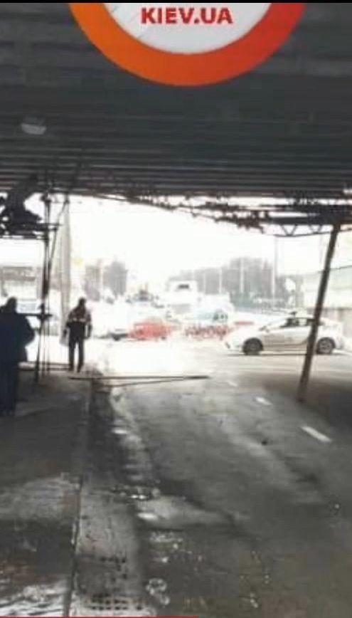 В столице частично обрушился мост над линией скоростного трамвая