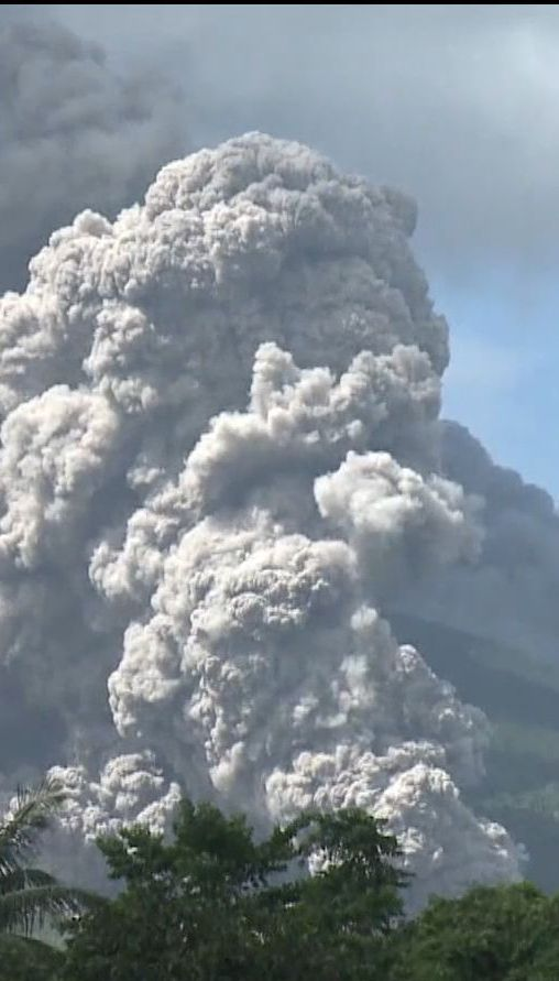 Более 20 тысяч филиппинцев покинули свои дома из-за пробуждения вулкана Майон