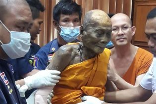 В Таиланде на лице мертвого уже два месяца монаха появилась улыбка