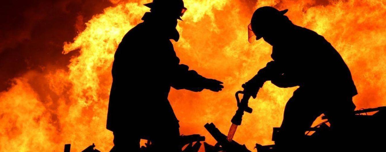 Пожежа охопила гаражі у Києві