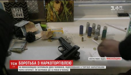 У Миколаєві правоохоронці штурмували квартиру наркоторговця за допомогою автовишки