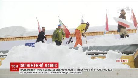 Попри велику кількість снігу та відлигу до Давосу з'їжджаються світові лідери