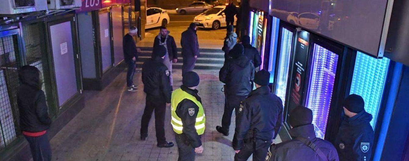 В столице опять произошла стрельба в стриптиз-клубе, ранены трое мужчин