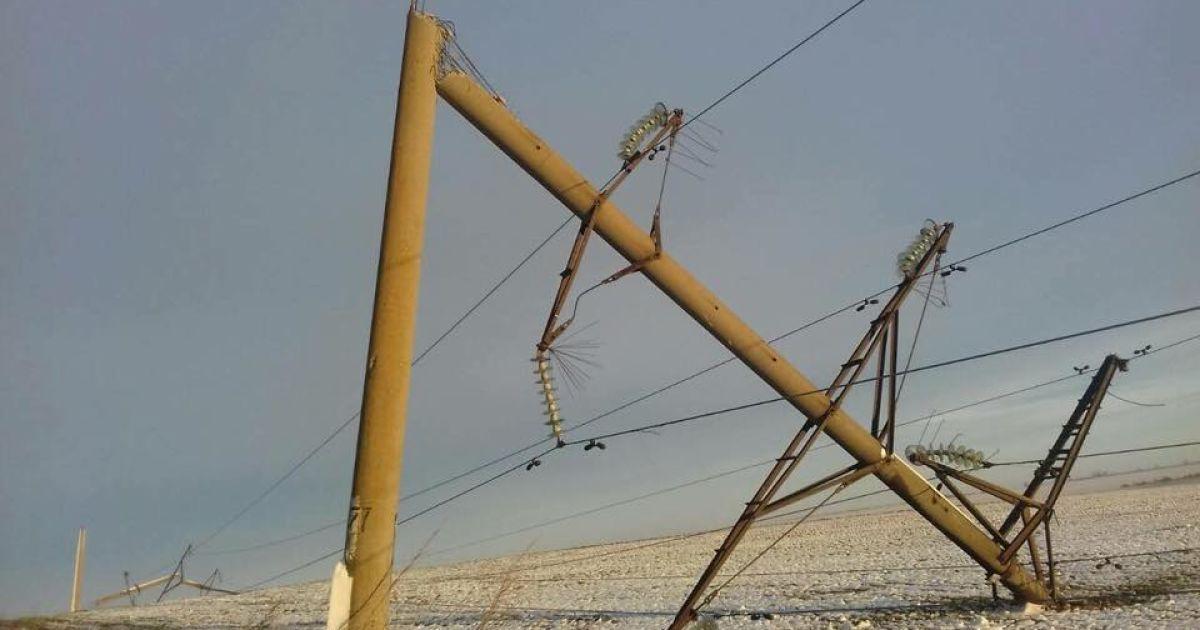 В Одесской области свыше двух десятков населенных пунктов остаются без света из-за непогоды
