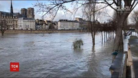 В Париже закрыли часть Лувра из-за наводнения