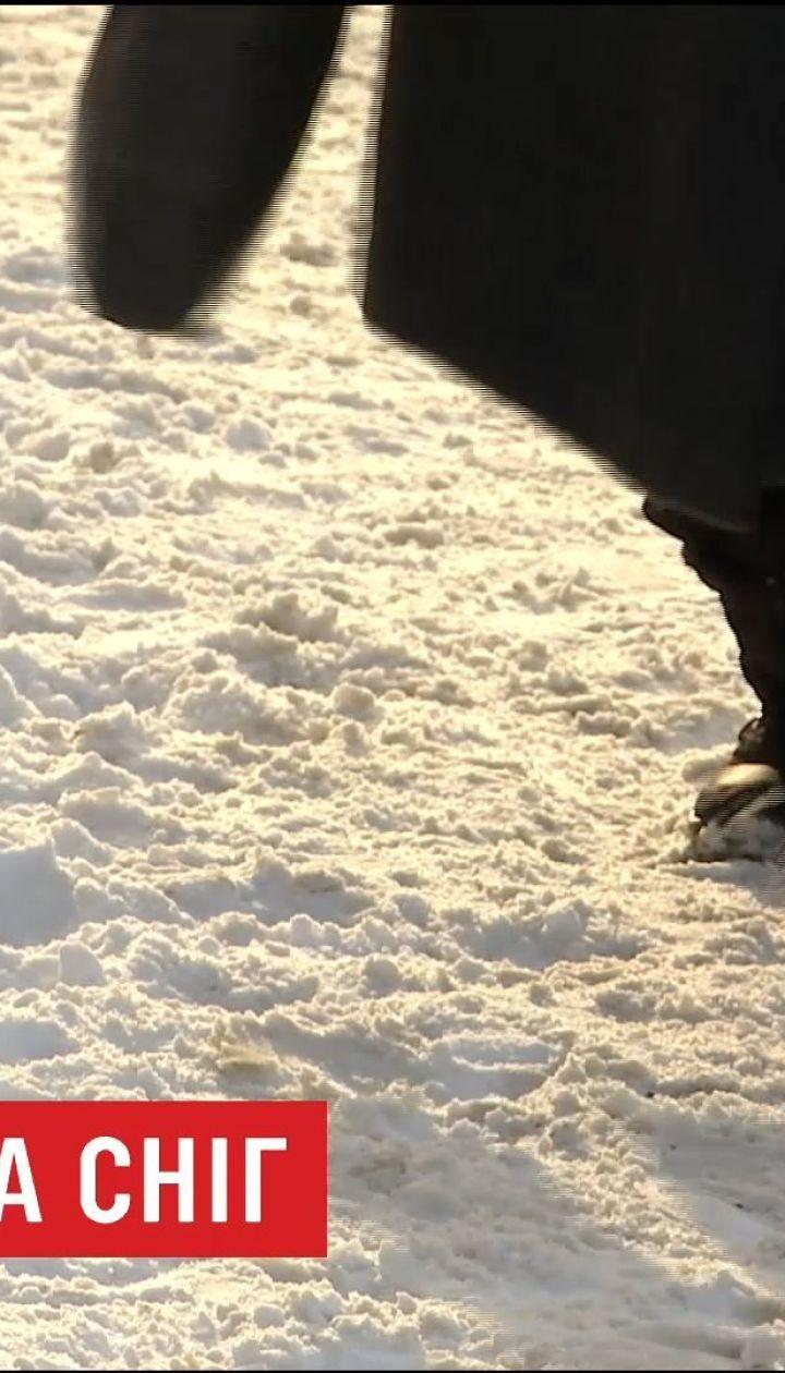 В Днепре массово штрафуют учреждения, что не убирают снег возле зданий