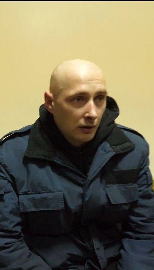 Освобожденный из плена Роман Савков наконец увидел своих родных и обнял маму