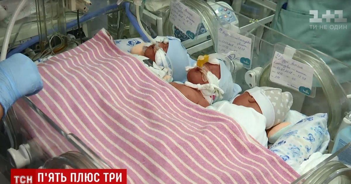 В Киеве 40-летняя многодетная мать на собственные именины родила тройню