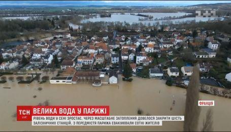 Сена затоплює Париж. Рівень води от-от сягне шести метрів