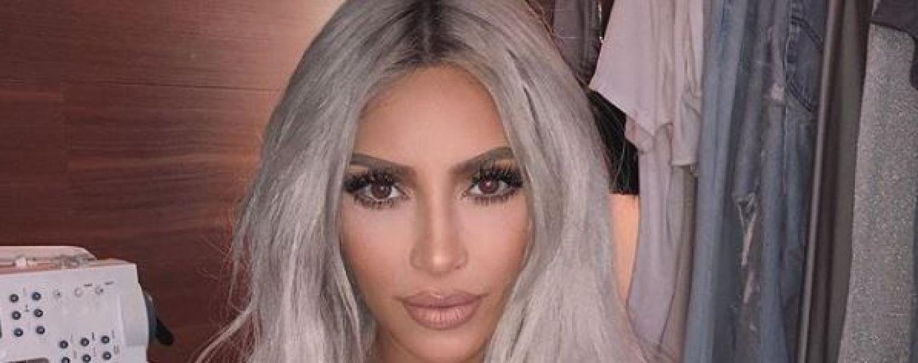 Hot mama: майже оголена Кім Кардашян показала селфі у блискучих трусиках