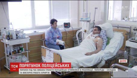 В Днепре после сложных операций пришли в себя раненные в Бердянске полицейские