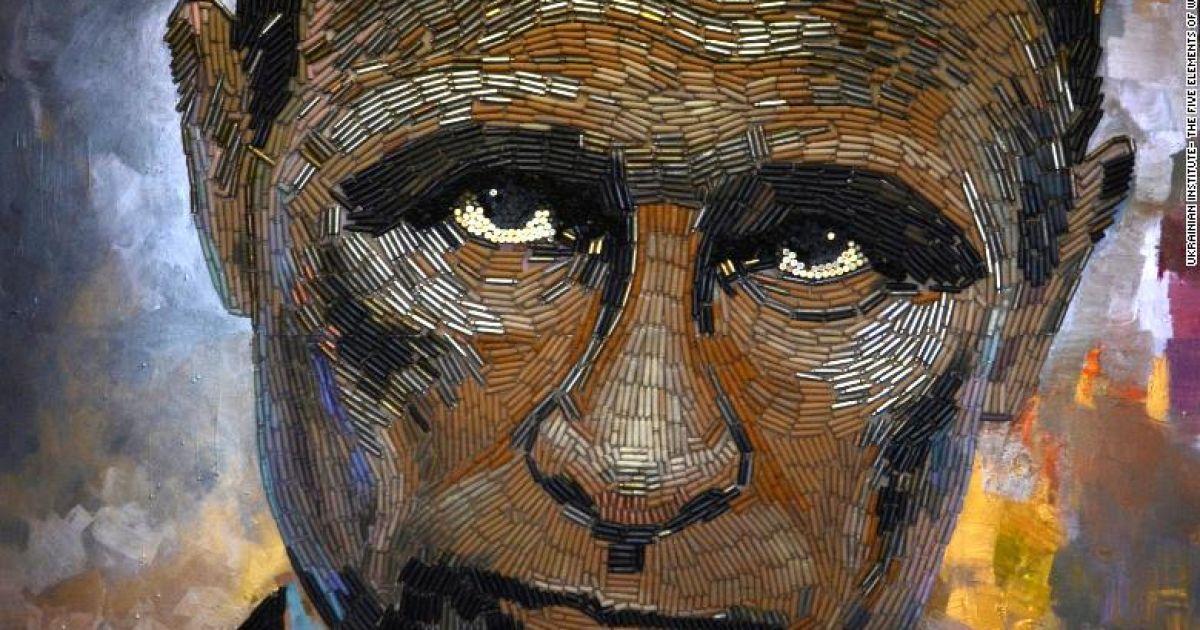"""""""Нагадує про жахи війни"""": у Нью-Йорку на виставці представили гільзовий портрет Путіна"""