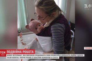 """Ветеринар, которая оперирует с 4-месячной дочкой """"на руках"""", поразила Сеть"""
