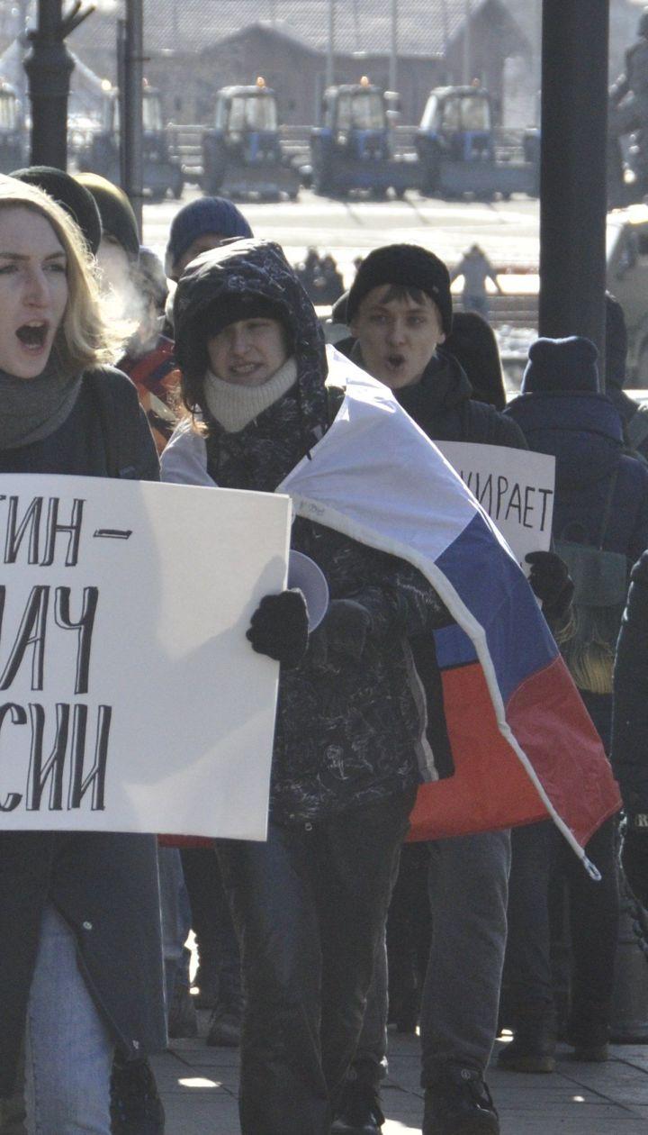 В России в 30-градусный мороз бастуют против выборов Путина. Полиция задерживает людей