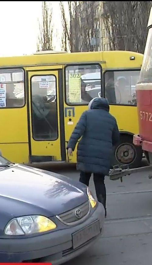 Перейти дорогу и выжить: почему в Украине некому следить за пешеходами
