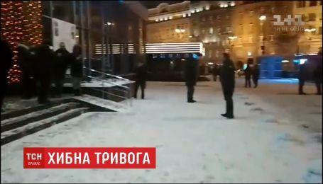 """Около ста человек эвакуированы из столичной гостиницы """"Днепр"""" из-за заминирования"""