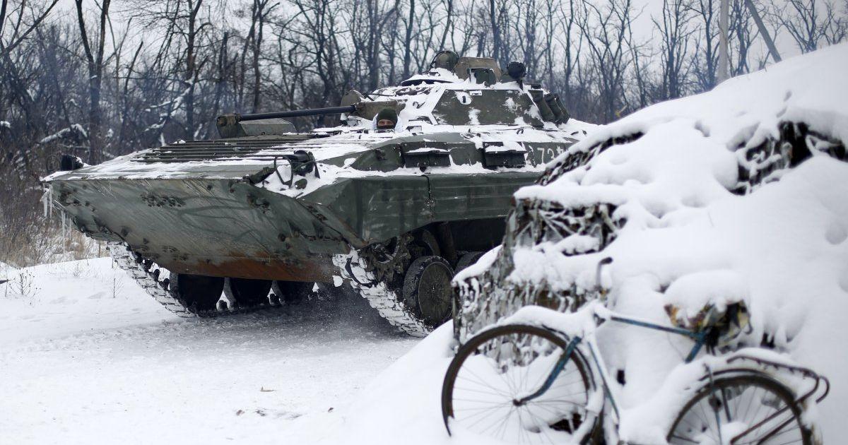 Боевики на Донбассе били с минометов, трое военных ранены. Хроника АТО