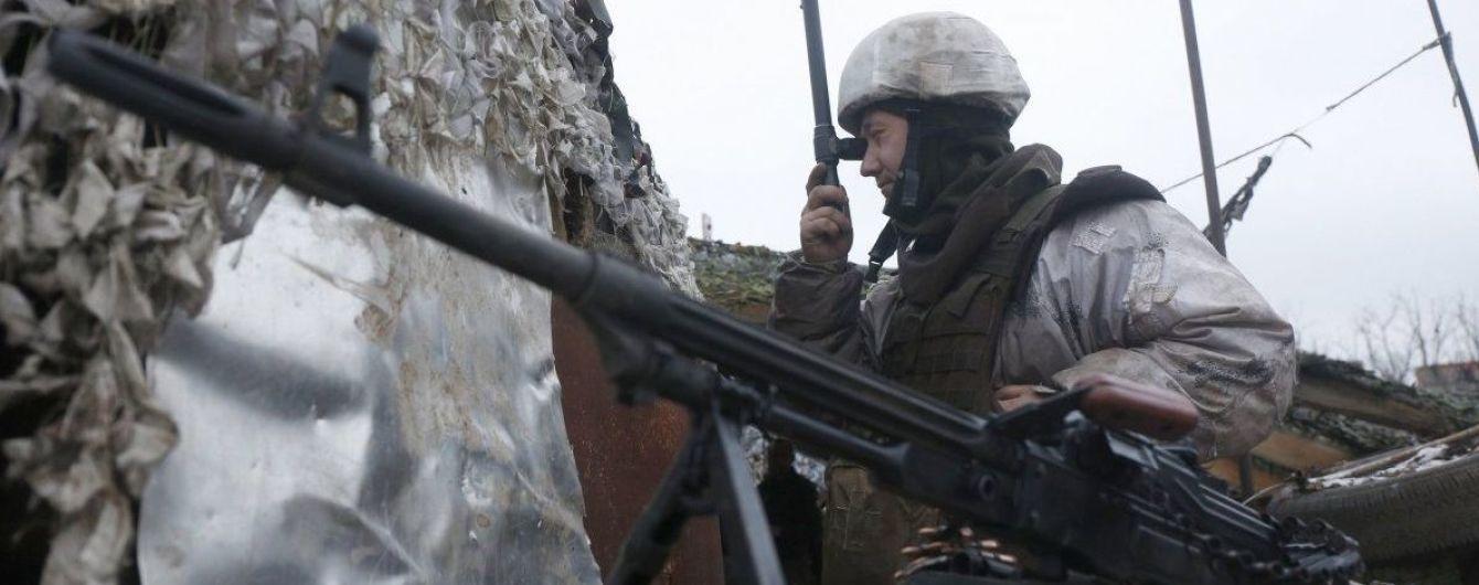 Боевики более 40 раз обстреляли позиции ВСУ, есть раненый. Хроника АТО